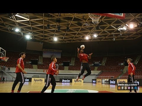 FC Bayern München stars show off their skills… on the basketball court!