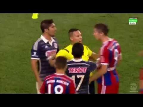 Robert Lewandowski Nervous Reaction vs Jair Pereira – FC Bayern München vs Chivas 2014 HD!