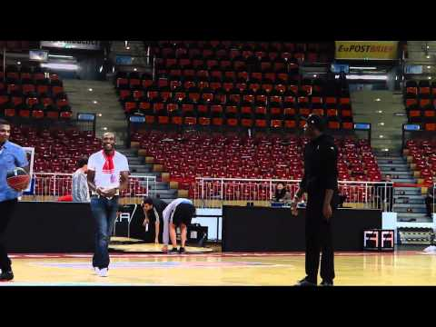 Usain Bolt – dunking and shooting around after BBL-Playoffgame