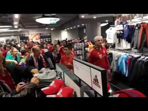 Bayern München Allianz Arena  Teil 17 Fanshop Megastore nach Spielschluss
