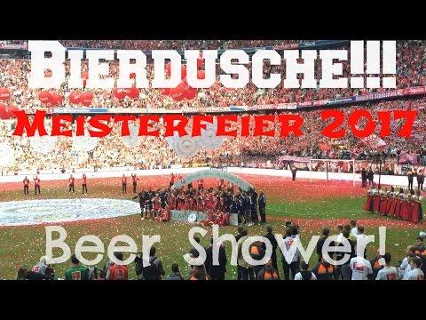 Bierdusche! FC Bayern München Meisterfeier 2017 von der Allianz Arena! Beer Shower!