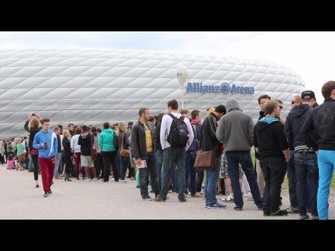 FC Bayern München: CL-Finale – Riesenschlange vor Allianz Arena