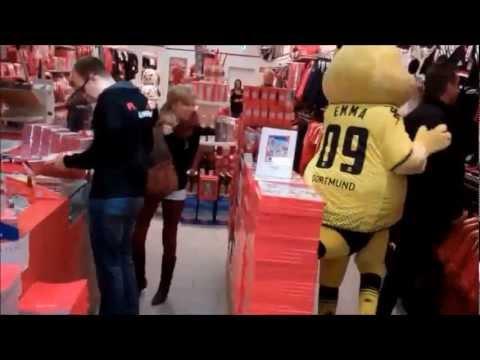 Emma Bvb im Bayern shop.avi