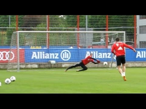 FC Bayern Munich – Shooting training and incredible saves of Manuel Neuer – Schusstraining Robben