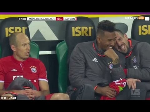 Bayern Munich players laugh at Robben's angry reaction to substitution | 2017