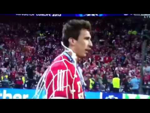 Bayern Munich Players Cut up Wembley Net