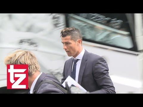 Fans rasten aus: Cristiano Ronaldo & Co. in München angekommen (FC Bayern vs Real Madrid)
