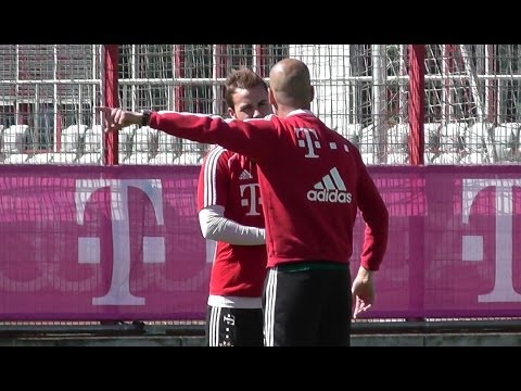 Pep Guardiola intense discussion with Mario Götze – FC Bayern Munich
