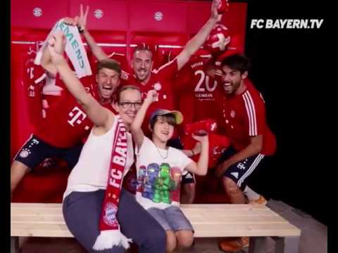 Fc Bayern players prank fans with a photobomb