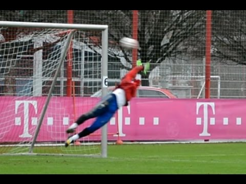 Manuel Neuer – High diving saves – Goalkeeper training FC Bayern Munich – part 8