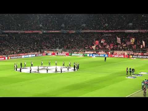 FC Bayern München vs Paris SG – Mannschaften kommen in Allianz Arena LIVE