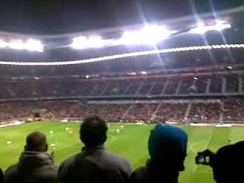 fc bayern – manchester united 1:1 after goal atmosphere