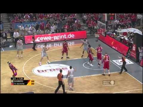 Playoff-Halbfinale Spiel 3: Brose Baskets –  FC Bayern München 98:79
