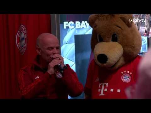 Mario Goetze bei einer FC Bayern Fanshop Eröffnung