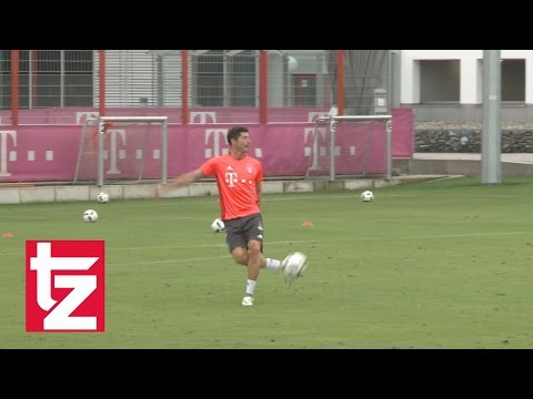 FC Bayern: Lewandowski shows his skills – Robert Lewandowski jongliert