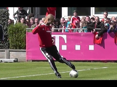 Funny Pep Guardiola hitting player during FC Bayern Munich training – Ribery Robben Götze