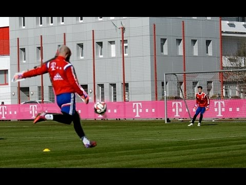 Ivan Lucic – Distance shots – Goalkeeper Training | FC Bayern Munich