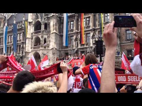 FC Bayern München Meisterfeier 2015 am Marienplatz-Forever Number One mit Spielern