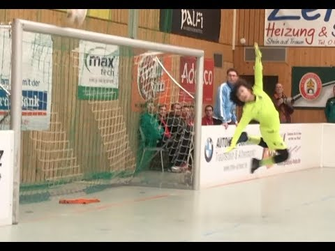 Eleven Year Old Goalkeeper Bobby – Best Goalkeeper Intern. Hallenmasters Traunreuth