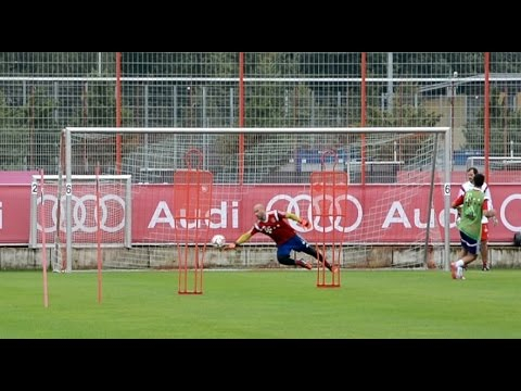 First goalkeeper training of Pepe Reina at FC Bayern Munich – nice saves