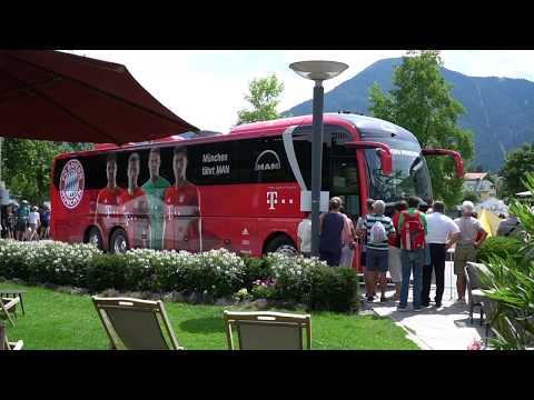 Ankunft des Profikaders des FC Bayern München am Hotel Überfahrt am Tegernsee Trainingslager