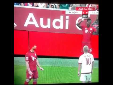 Xabi Alonso's head disappears during Audi cup vs Real Madrid