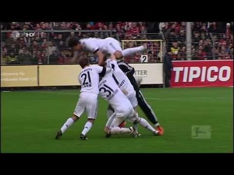 Mario Gomez missglückter Torjubel Freiburg – Bayern München 19.03.2011